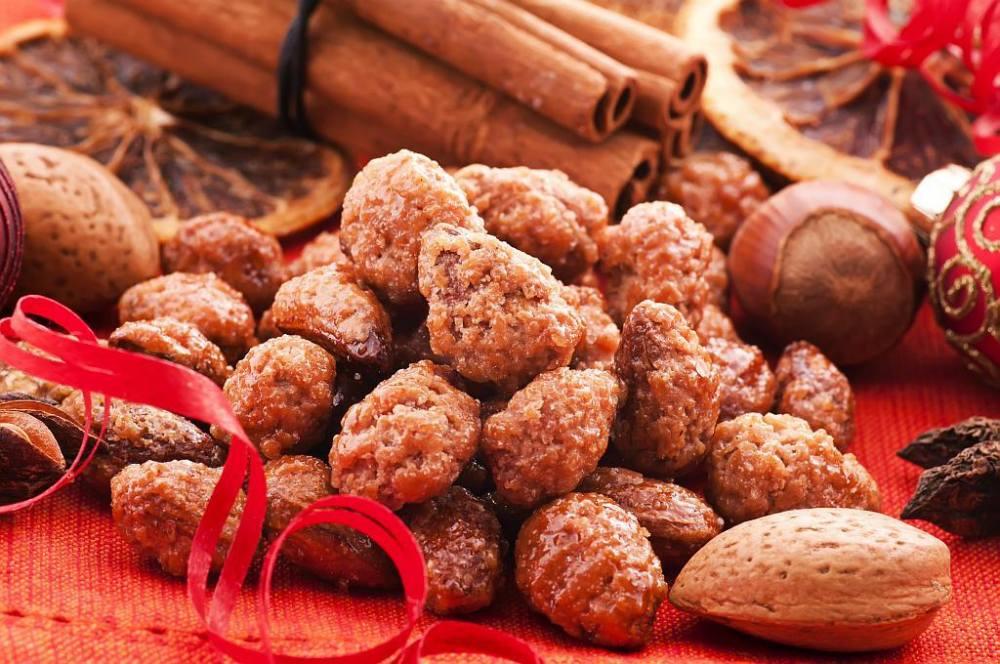 carameliyed almonds